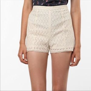 UO Urban Outfitters Kimchi Blue Cream Lace Shorts